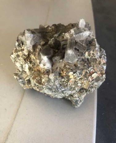 Паладиева руда ( камък, минерал)