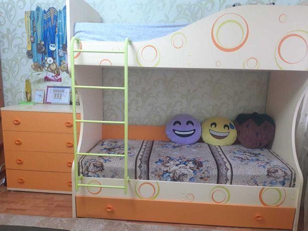 Кровать  двухъярусная с комодом