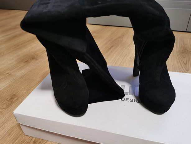 Vând cizme lungi peste genunchi