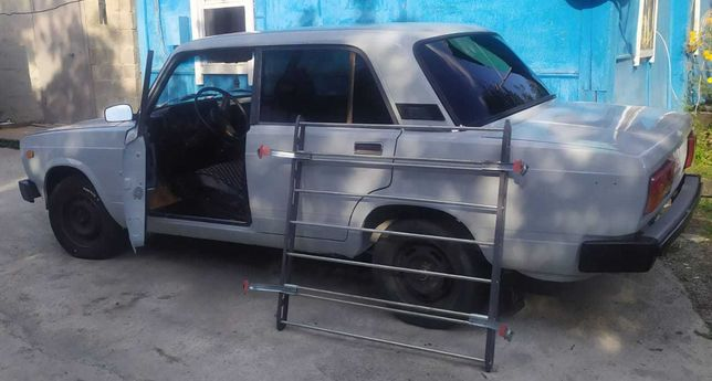 Машина ВАЗ- 2105