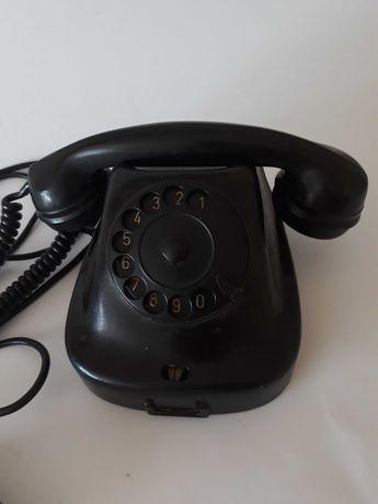 Стар бакелитен телефон