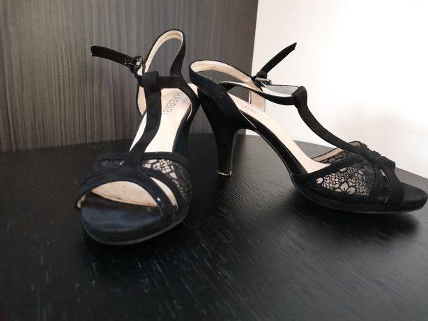 Sandale cu model dantelat