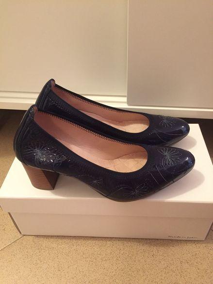 Лачени обувки Hispanitas