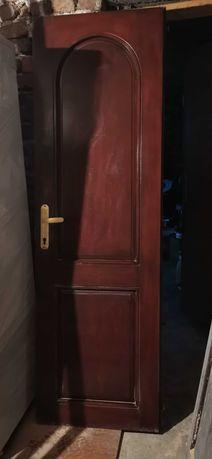 Интериорна врата с каса и брава
