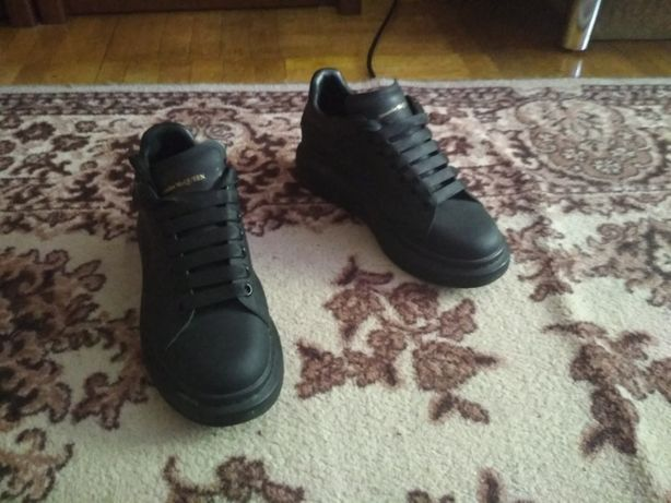 Кроссовки McQueen черные кожаные