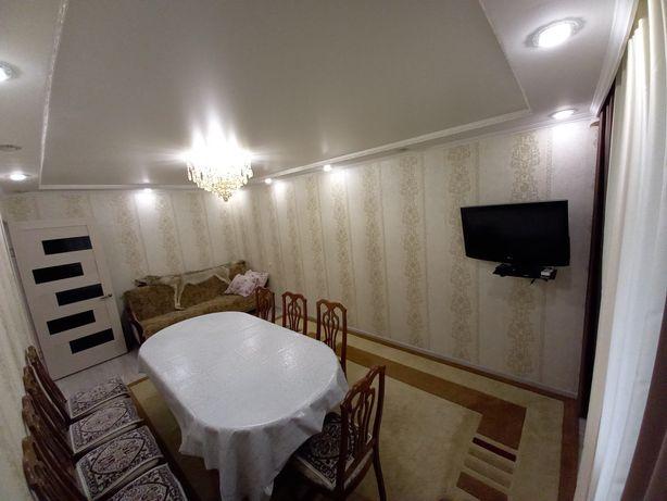 Продаем мебель. Стол 3,5м, сервант,шкаф, камот,кровать