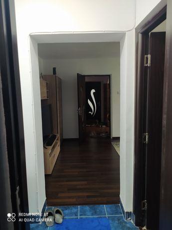 Vând apartament 3 camere centru
