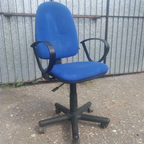 стул офисный на колесах