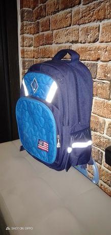 Продам рюкзаки школьные