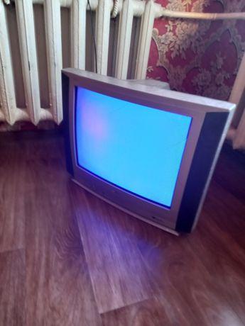 Телевизор LG продам срочно 8000