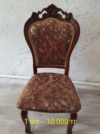 Стол со стульями в отличном состоянии
