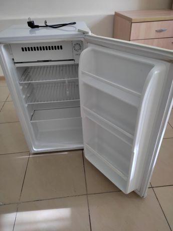 Офисный холодильник 2 штуки, отличные