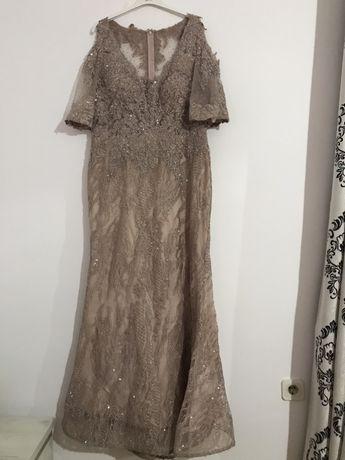 Vând rochie mărimea 46-48