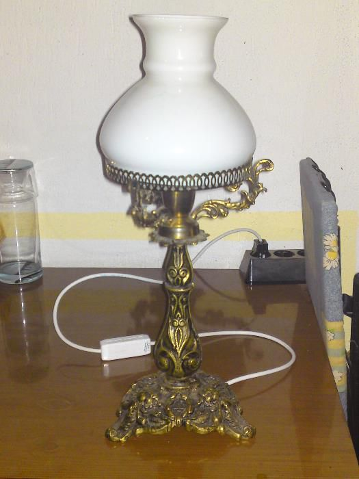 Продавам бронзова или месингова Барокова лампа уникат
