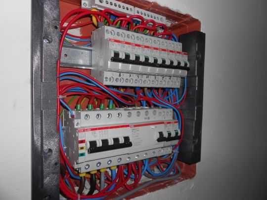 Electrician cu experienta