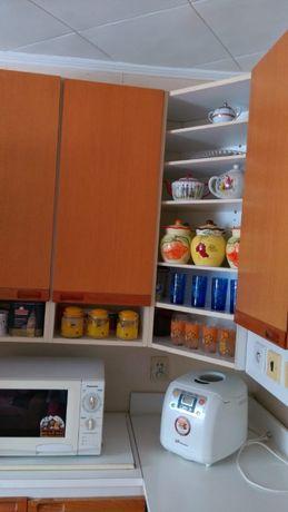 Продам кухонный гарнитур угловой, б/у в хорошем состоянии.
