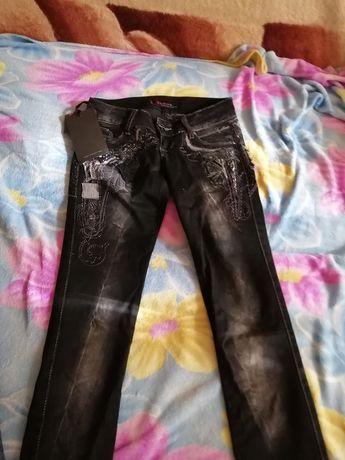Продаю джинсы, брюки.