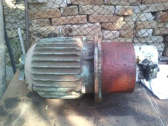 Електромотор с хидравлична помпа
