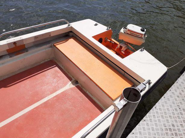 Barca trimaran dimensiune 3,90mx1,60m cu motor jhonson 4cp