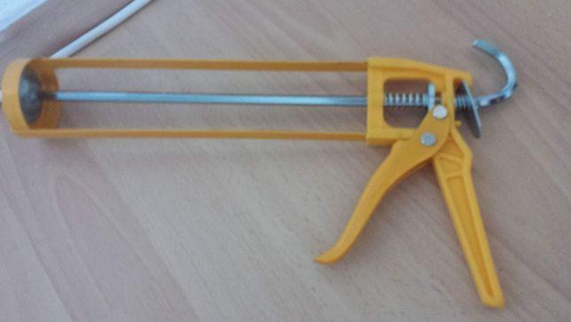 Pistol pentru silicon/pompă de picior/făraș și perie + cămașă cadou