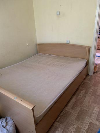 Продается двуспальная кровать