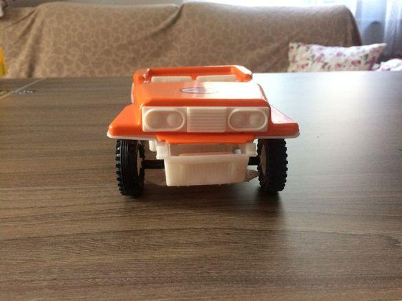 Детски играчки механизирани от соца.