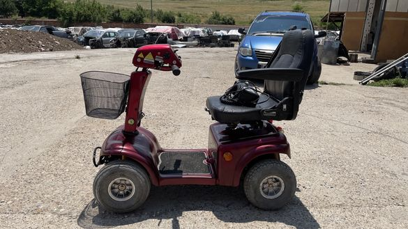 Скутер за трудно подвижни хора или инвалиди