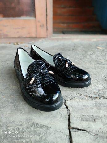 Продам новые туфли для школьниц