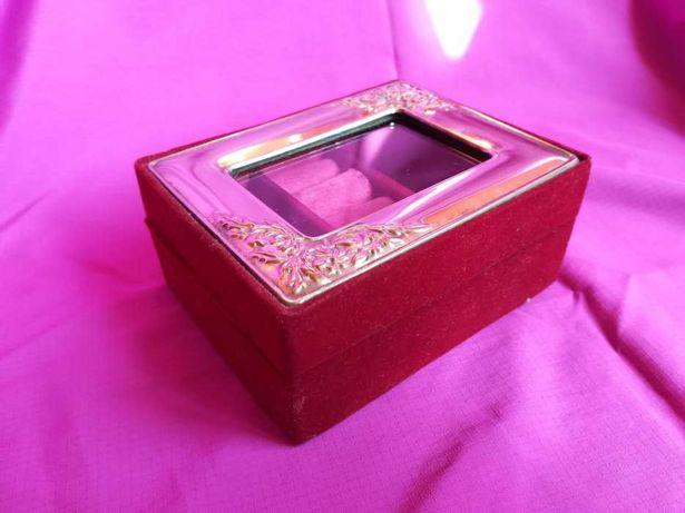 Vand cutie de bijuterii cu capac din sticla si rama argintata