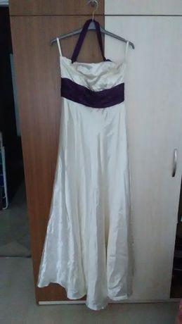 Сатенена официална рокля