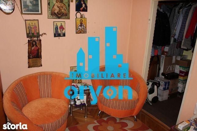 Apartament 3 camere, strada Cerna