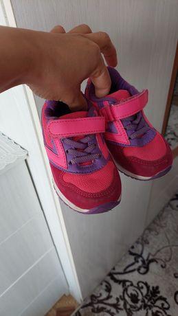 Продаю кроссовки 23размер