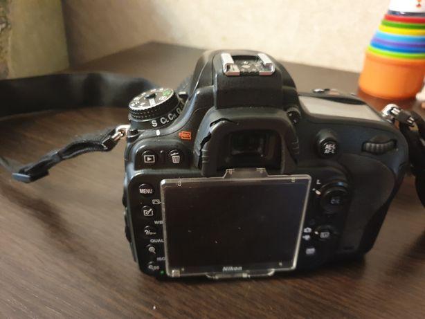 Продам профессиональный фотоаппарат Nikon D600