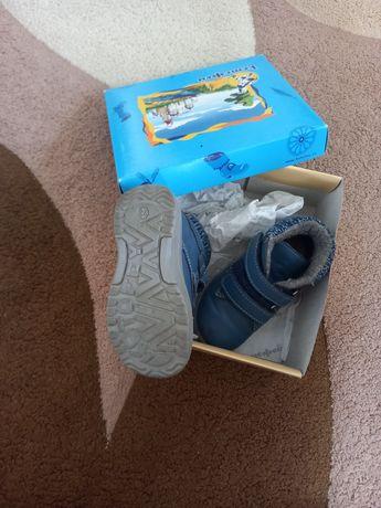 Продам детские ботинки осень-весна