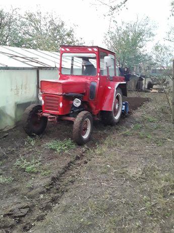 Tractor Tractoras Leut U445