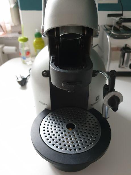 Automat cafea Nespresso KRUPS cu capsule Nespresso