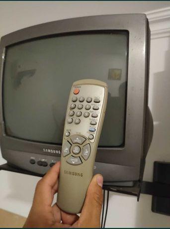 Продам телевизор с кронштейном. Могу установить отау 25 каналов