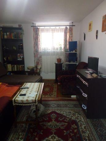 Apartament la casă de vânzare