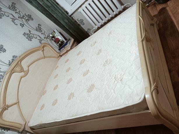 Продам кроват в подарок комод и тумба