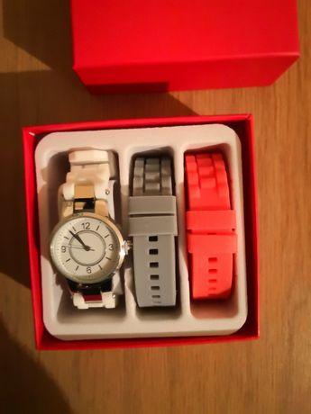 Дамски часовник с две сменящи се каишки