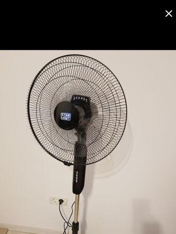 Ventilator cu picior și telecomandă