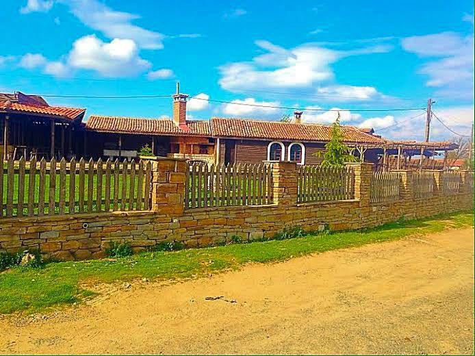 Къща с ресторант и магазин