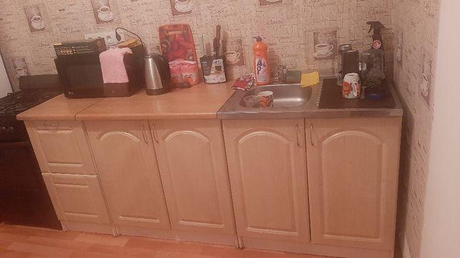 Продам кухонный гарнитур(смотрите фото)