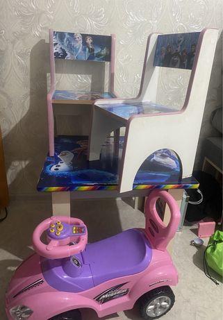 Продам детский стол и машинку