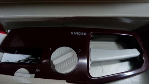 Преносима машинка за копчета Singer