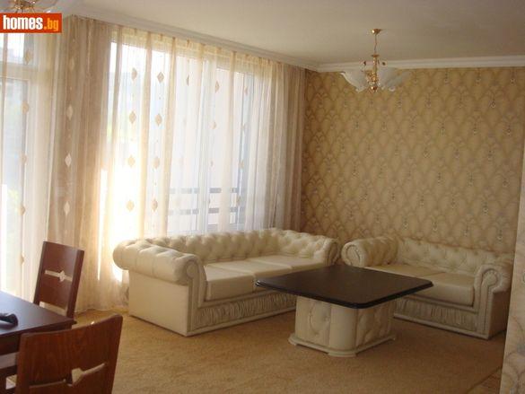 Апартамент-117 кв.м-Пловдив/Продавам
