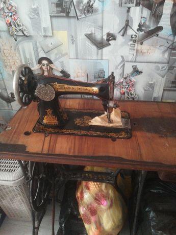 Продам швейную машинку немецкую зингер