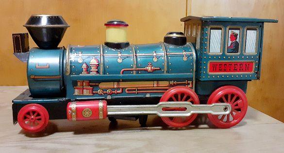 Стар метален влак локомотив