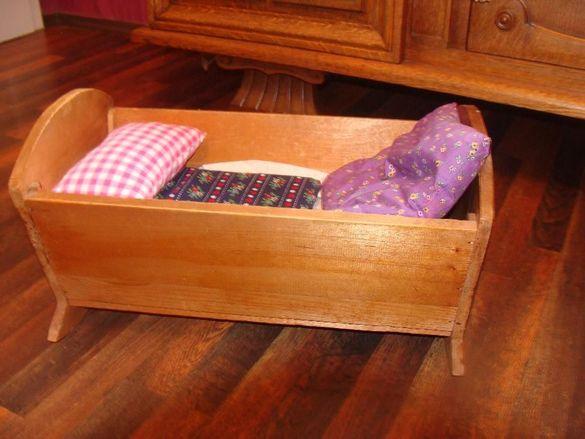 vintage дървено легло люлка за кукли