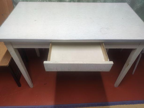 Продается кухонный стол